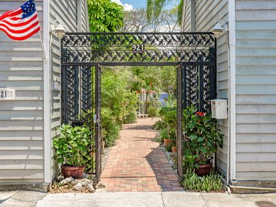 Charming gated community just off Duval, Monthly Rental Only