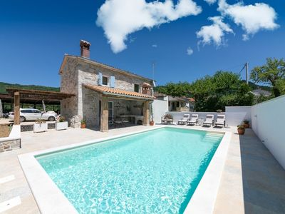 Photo for Charming holiday home for 4 people with private swimming pool, 9 km from Motovun