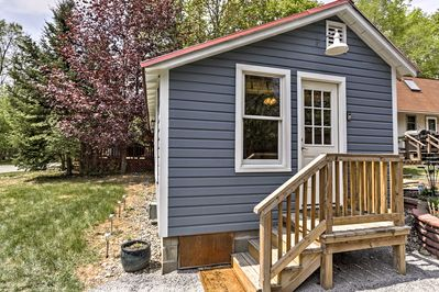 This Bolton Landing vacation rental cottage ensures the ultimate lakeside escape