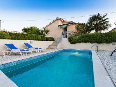 Photo for Nice bungalow with swimming-pool