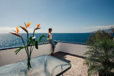 The terrace of La Casita with magnificent views of the ocean.