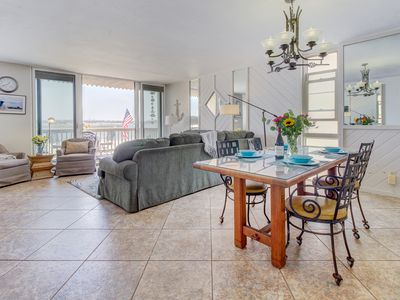Photo for Mission Bay waterfront condo w/ access to the beach, restaurants, Belmont Park