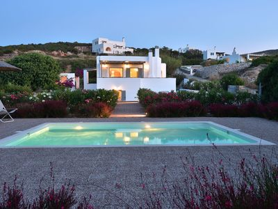 Photo for Next to Naoussa, private pool, BBQ, independent villa