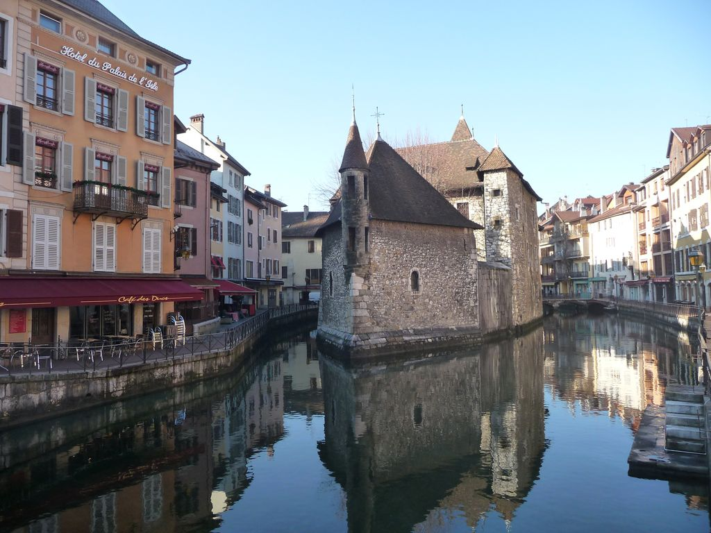 Charm and open view for this apartment type 2 in the heart for Top garage annecy