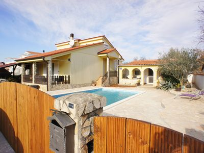 Photo for Holiday house with air conditioning, Internet and outdoor pool