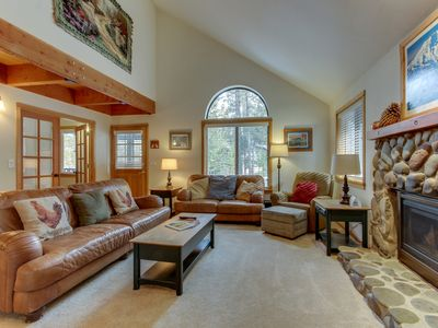 Photo for Comfortable, w/ private hot tub, entertainment & SHARC passes!