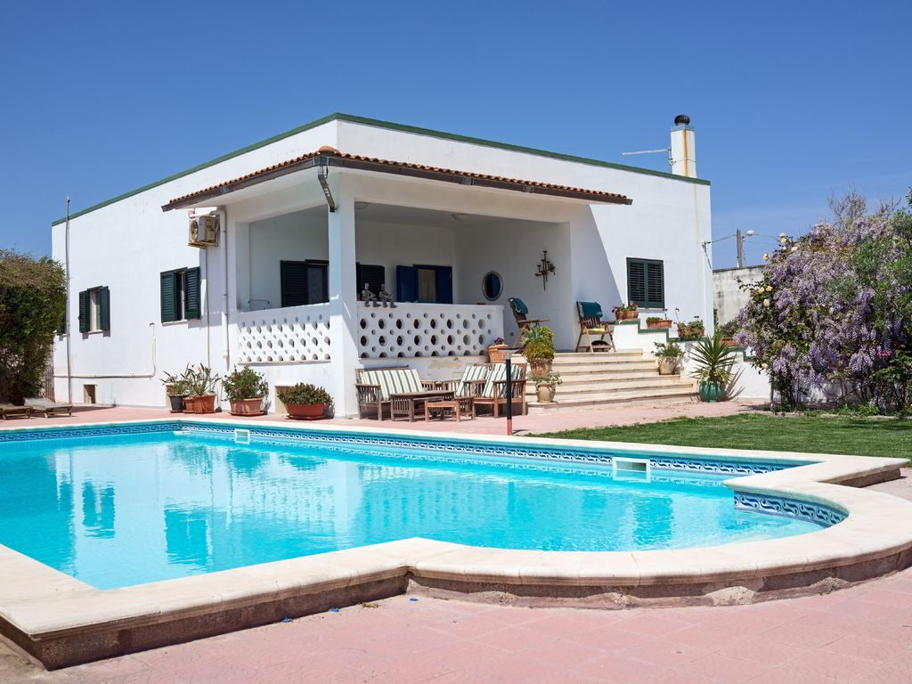 Casa mare seaside beach villa heated swimming pool free 87787 for Villas in uk with swimming pool