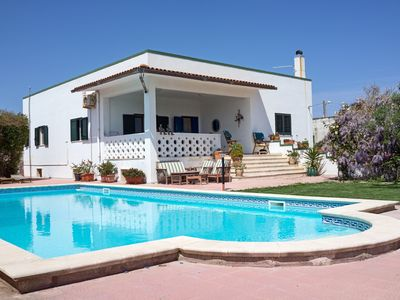 Photo for Seaside beach villa, heated swimming pool, free WiFi. A/C