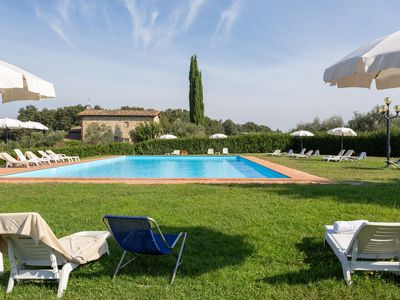 Photo for Cosy apartment in villa with pool, WIFI, TV, patio and parking, close to Greve In Chianti