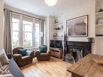 Photo for Charming 2bed flat w/garden in Clapham, sleeps 6