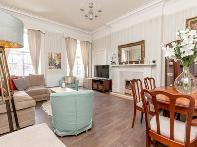Photo for Stylish 4bedroom City Centre Apartment
