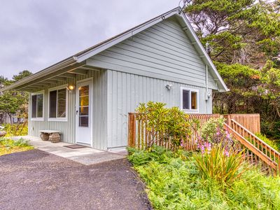 Quiet & secluded cottage w/ an outdoor firepit, deck, & easy beach access!
