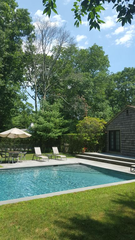 Charming Wainscott-South Cottage