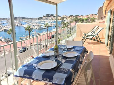 Photo for T2 on the port of Bandol, beautiful terrace with panoramic sea views