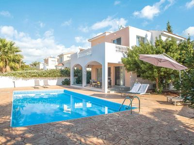 Photo for Villa w/ pool, air con, BBQ + Wi-Fi, short drive from beach + shops