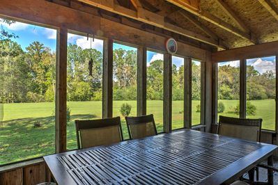 Experience the charm of the Chattanooga area from this vacation rental cabin.