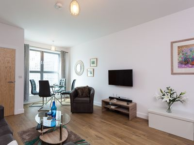 Photo for 2BR Apartment Vacation Rental in Redhill, England