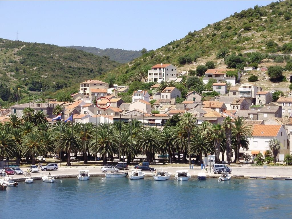 Charming stone house, Vis old town, cozy outdoor lounge & sun ...