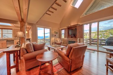 Spectacular views/ large living room w/fireplace, flat screen TV/true slopeside.