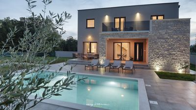 Photo for Elegant luxury villa with pool near Pula