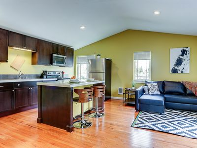Photo for Walk to Downtown Bend from a large, spacious and well appointed accommodation!