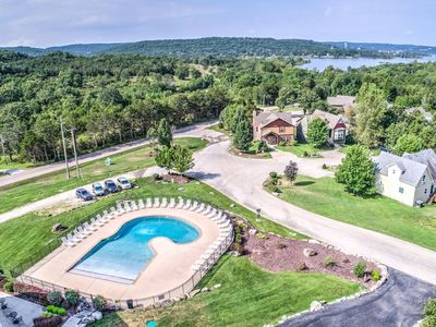 Beautiful New 7 BR / 7 Bath, Swimming Pool at Table Rock Lake in Branson Canyon