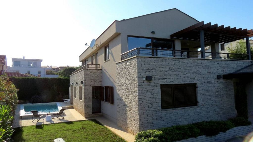 Two Separate Apartments In A New Stone House Near The Sea Garten Fur 4 2 Personen Mit Privatem Pool