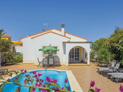 Photo for Family villa with golf course views, pool and barbeque, close to amenities