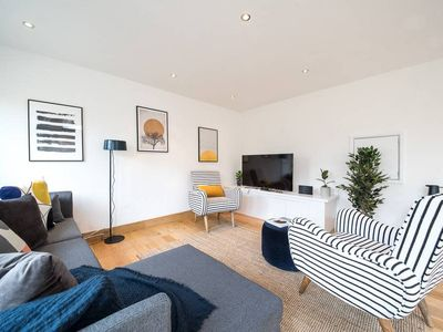 Photo for Bright 3bed house w/ terrace in Notting Hill Park