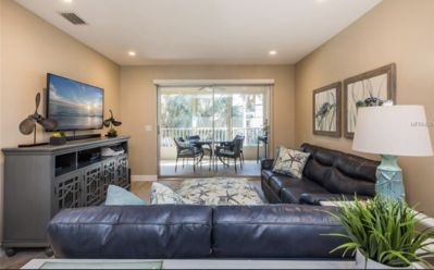 Charming newly renovated 2 bed 2 bath condo steps from the beach!