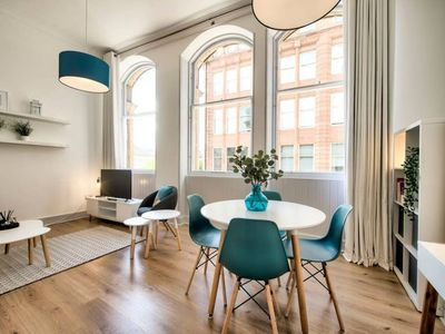 Photo for Feel safe and secure in Trendy 1-bedroom Apt with lift in Merchant City