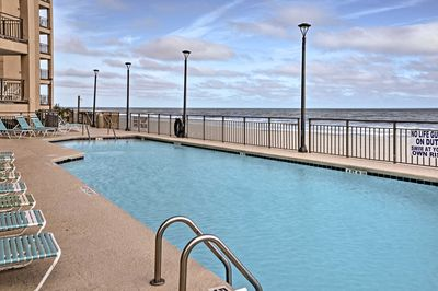 The Surfmaster complex offers access to pools & hot tubs.