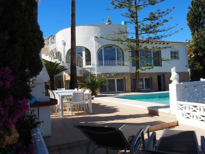 Photo for Very spacious and luxurious villa with large heated (*) pool!