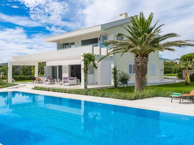 Photo for Wonderful private villa with WIFI, A/C, private pool, TV, balcony, washing machine and parking