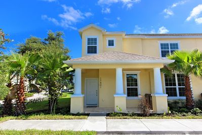 3 Bed Modern Townhome with Pool, Private Balcony, Cubhouse, Communal Pool -  Clermont