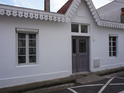 Photo for Ideally located within 100 meters from the beach, shops and market