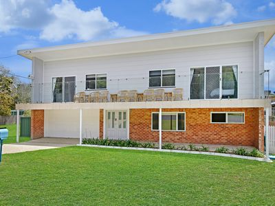 Photo for ★Spacious luxe family home★5 min walk to beach★