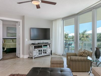 Photo for Spacious Condo Across from The Beach, Community Pool/Hot Tub/Sleeps 10! Room for the Whole Family.
