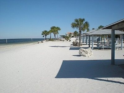 Private Beach Access w/Cabanas, grills, showers and restrooms