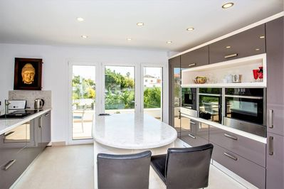 Fully fitted top of the range Neff kitchen
