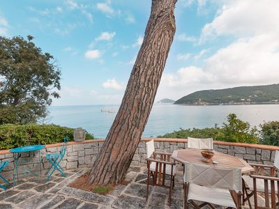 Photo for Splendid villa 6 places  directly on the sea, combined with discount ferry