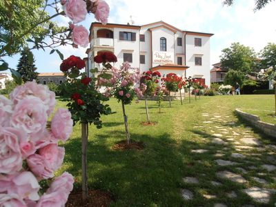 Photo for Holiday apartment 4 **** with air conditioning, Jacuzzi, Safe, Wi-fi and satellite TV