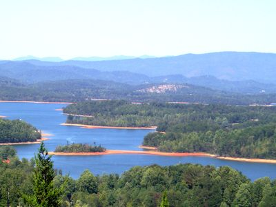 Enjoy the spectacular lake and mountain view!