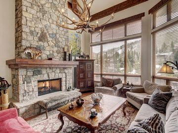 Gorgeous Private Home in Lionshead! Hot Tub & Ski Valet ~ RA152055