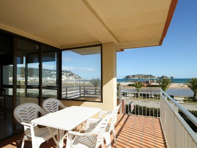 Photo for First line of the sea, apartment with air conditioning and view!