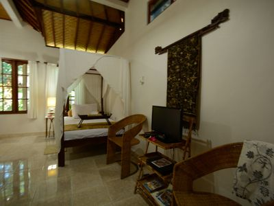 Large airy single room with garden temple view