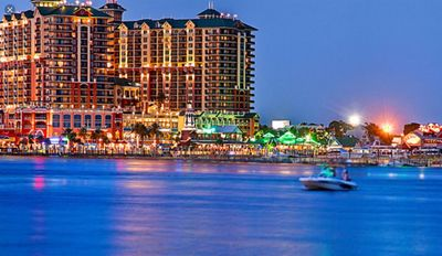 Photo for LOCATION...Location !*Center DESTIN*3 min to the Beach* ope for outum