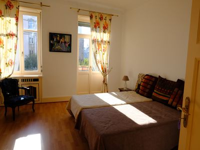 Photo for Beautiful Appt, renovated, quiet, near hyper center and Instit. European