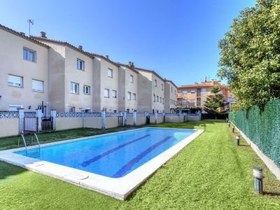 Photo for Beautiful apartment for 7 guests with WIFI, pool, A/C, TV and parking