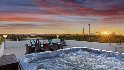 6 person Jacuzzi on private roof top terrace